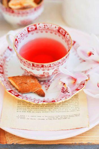 安らぎとくつろぎを与えてくれるティータイム。 そのフレーバーだけでなく、ステキなパッケージが私たちを、よりリラックスさせてくれることでしょう。 お気に入りの紅茶で、ブレイクタイムを楽しんでくださいね♪