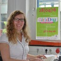 Britta Wodecki studiert Schiffbau an der FH Kiel und sie hilft dabei, auch andere junge Frauen für technische Studiengänge zu begeistern. An ihrem Fachbereich Maschinenwesen organisiert sie den Girls' Day und die Schülerinnen-Technik-Tage.