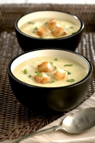Όλα τα λαχανικά σε μια απαλή σούπα... πατάτα και γλυκοπατάτα, πράσο για να δώσεις περισσότερη γλύκα και όλα τα λαχανικά που θα βρεις αυτή την εποχή στο μανάβικό σου σε μια βελουτέ λαχανικών! Συνόδευσέ τα με αρωματικό ψημένο ψωμάκι και απόλαυσε την υπέροχη γεύση με μια κουταλιά γιαούρτι!