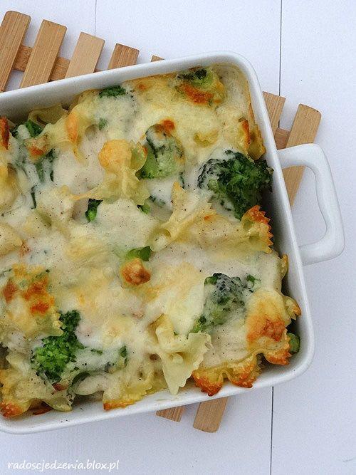 zapiekanka makaronowa z kurczakiem i brokułami + beszamel