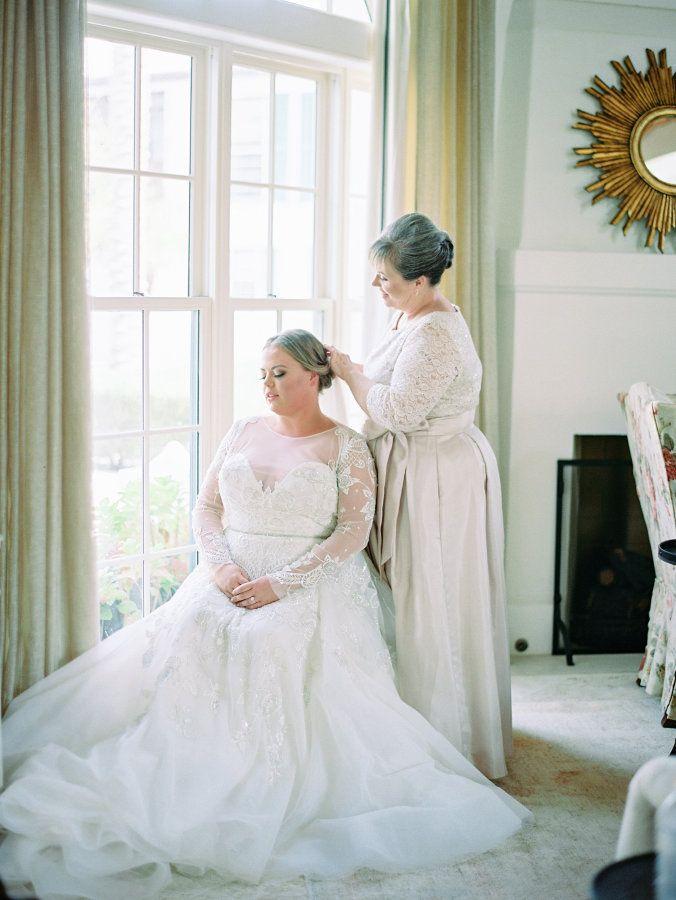 Modern jewel tone beach wedding: http://www.stylemepretty.com/2017/05/02/modern-jewel-tone-beach-wedding/ Photography: Lauren Kinsey - https://www.laurenkinsey.com/