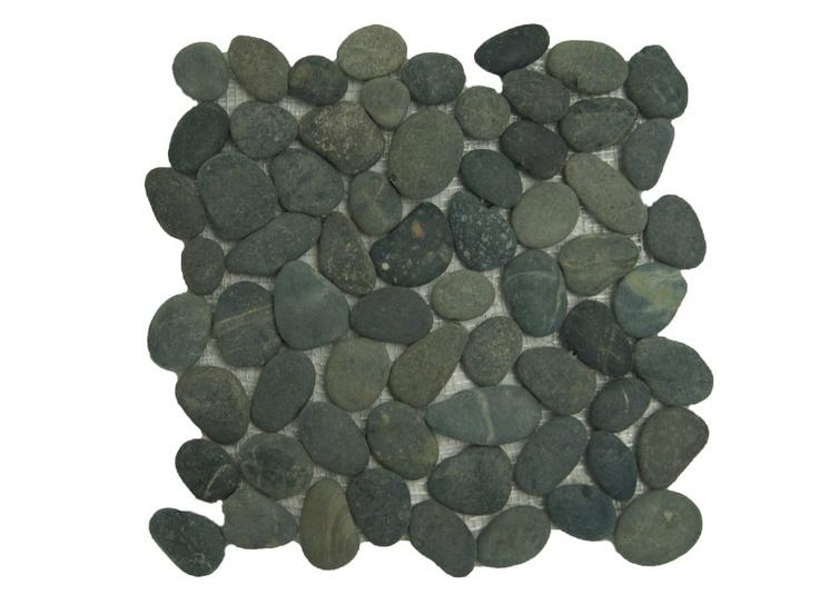 Pebbles zwart voor in de badkamer.  Voor zowel op de vloer als tegen de wand.