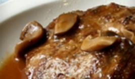 Gegrilde entrecote met champignonsaus en bloemkool