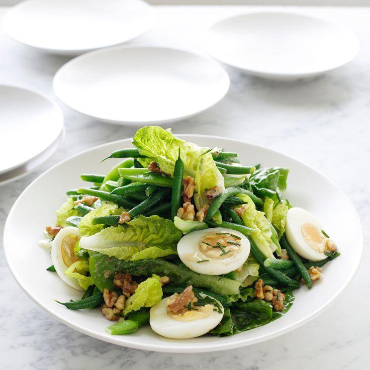 Découvrez la recette Salade de haricots verts aux oeufs durs et aux noix sur cuisineactuelle.fr.