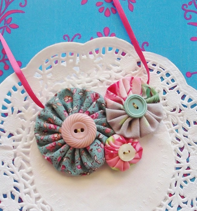 Retro Lady Or Girl Fabric Yoyo Button Necklace Pink Tanya Whelan Fabric - by theshoparoundthecorner on madeit