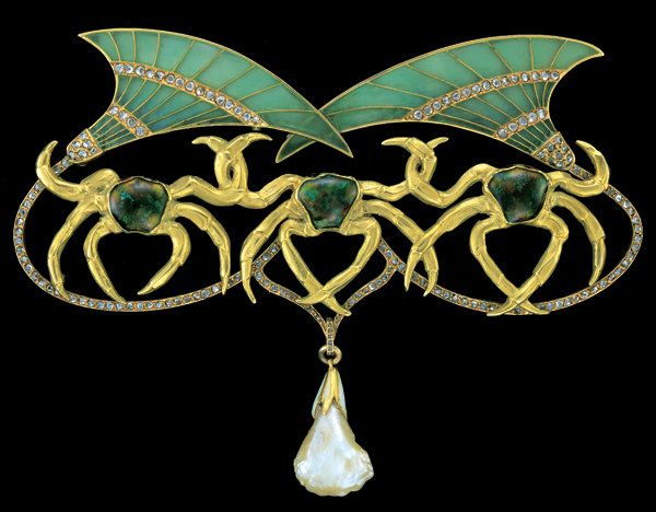 '' Three Crabs '' Art Nouveau Brooch (France) circa 1900  Georges Fouquet  (1862-1957) - Gold, with plique-a-jour translucent enamel, diamonds & pearl - Marked 'GF' twice ; On brooch frame and pine