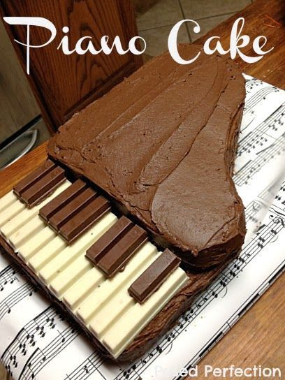 """鋼琴教室規則ㄧ:彈鋼琴時""""不""""能吃東西。  我們就把鋼琴變成食物吧!!!:D"""