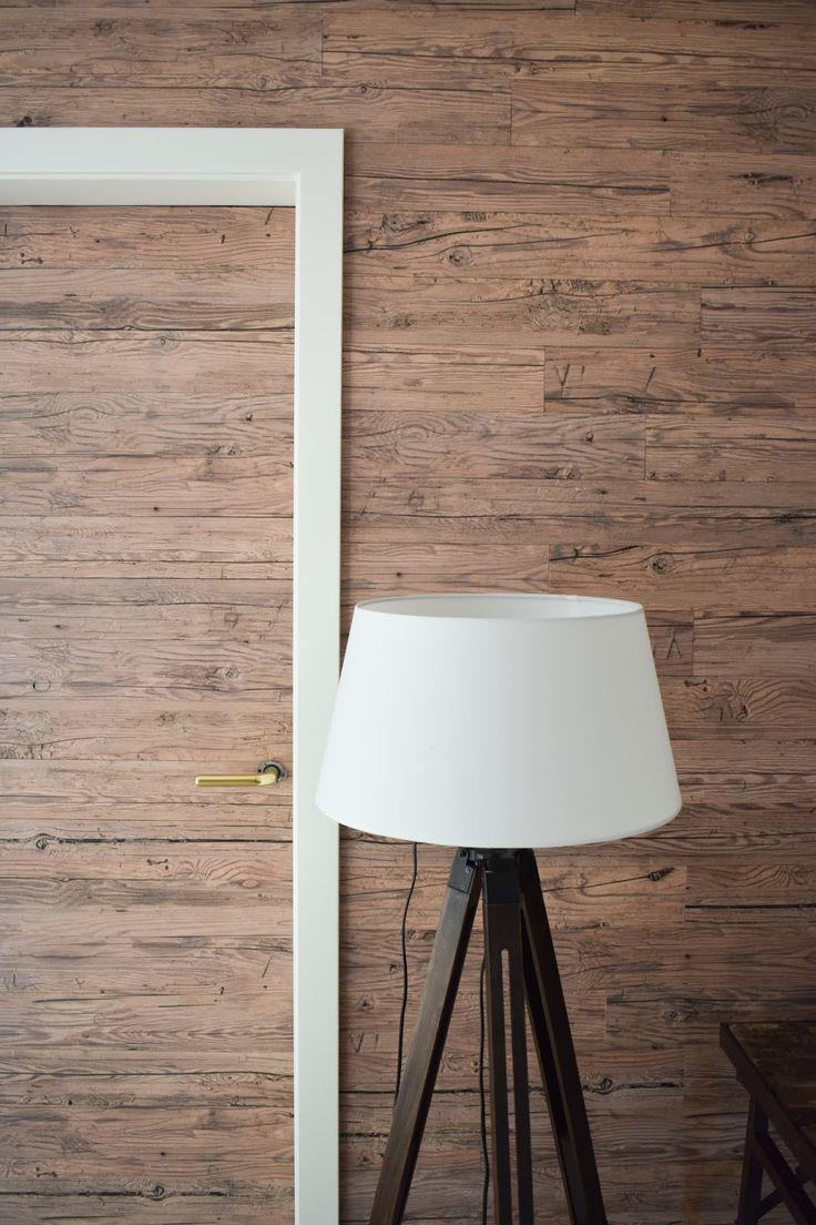 Holzverkleidung Fur Die Wand Mit Wandwood Paneele Einfach Kleben Holzwand Verkleiden Und Selbermachen Wandge Holzwand Holzverkleidung Altholz Wandverkleidung