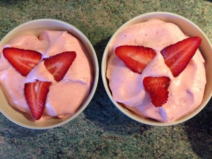 Envie d'un dessert copieux tout en légèreté? Cette mousse de fraises est faite pour vous!! 3 personnes / 0ppt la part Ingrédients 200g de fraises fraîches 2 sticks canderel vanille 1 blanc d'œuf Préparation Laver et équeuter les fraises. Les mettre dans...