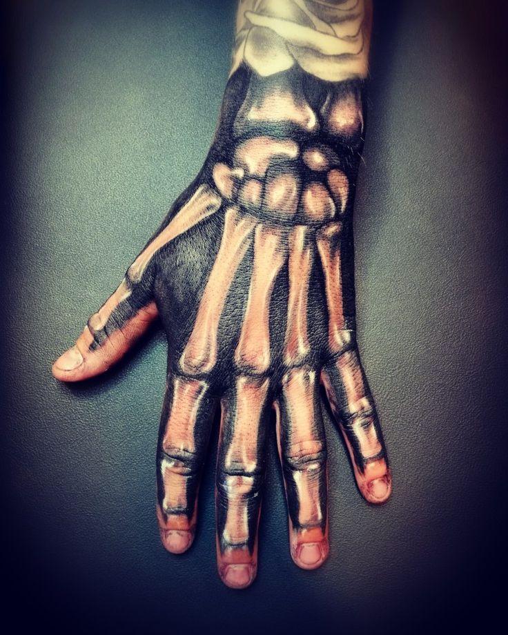 As 25 melhores ideias de Skeleton hand tattoo no Pinterest ...