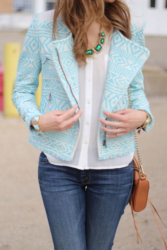 Lillys Style: Aztec jacket, skinny jeans, faceted necklace and bracelets, cognac purse