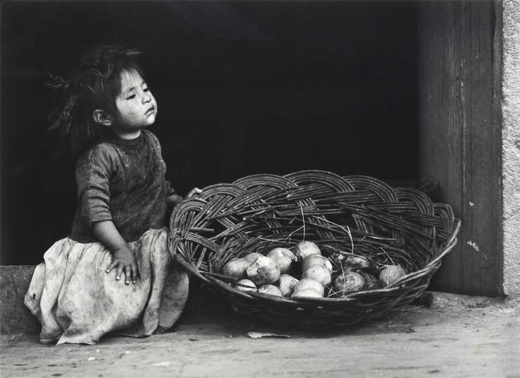 """GEORG ODDNER, """"Flickan med korgen, Peru"""", 1955.. - Vårens Contemporary, Stockholm 567 – Bukowskis"""