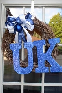 This look would be cute on the burlap wreath - GO CATS!: Uk Wreaths, Uk Wildcats 3, Diy Wreaths Mesh Uk, Burlap Wreaths, Diy Crafts I, Crafts Ideas, Sports Wreaths, Wreaths Ideas, Kentucky Wildcats