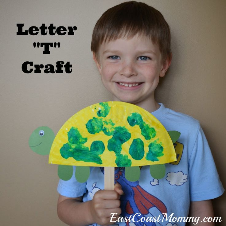 Alphabet Series - Letter T {Paper Plate Turtle Puppet} with free printable. Really cute!