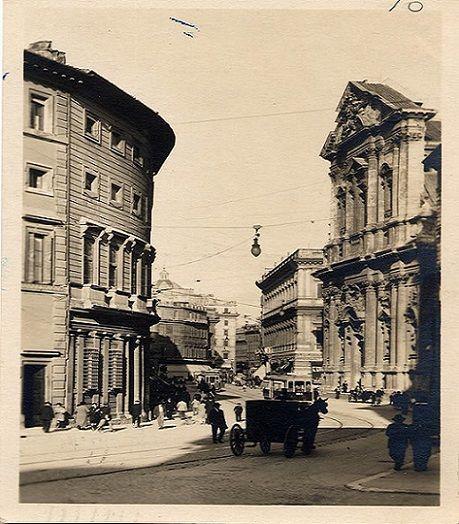 Corso Vittorio Emanuele II Descrizione: Corso Vittorio Emanuele II: a sinistra palazzo Massimo alle Colonne; a destra la chiesa di sant'Andrea della Valle e poi palazzo Vidoni. Sullo sfondo largo di Torre Argentina. Anno: (?)