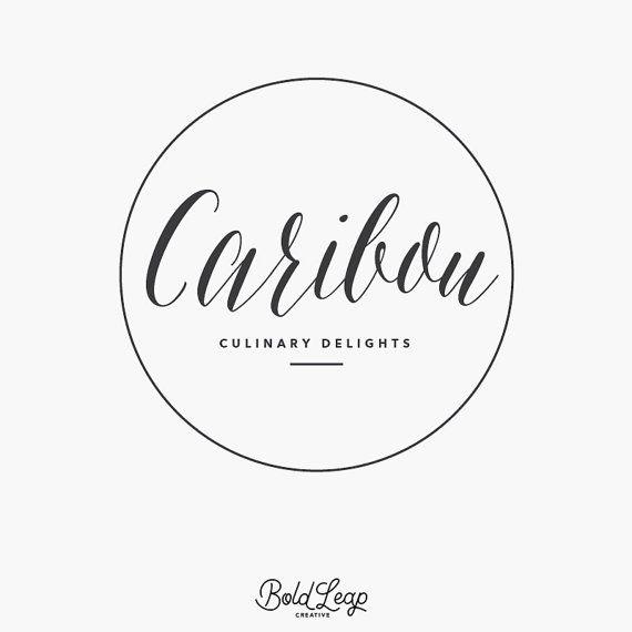 """Premade Дизайн логотипа - Бутик Логотип, круговой, круглый, рукописное, Современный, Hipster, Малый бизнес, брендинг - """"Карибу"""""""