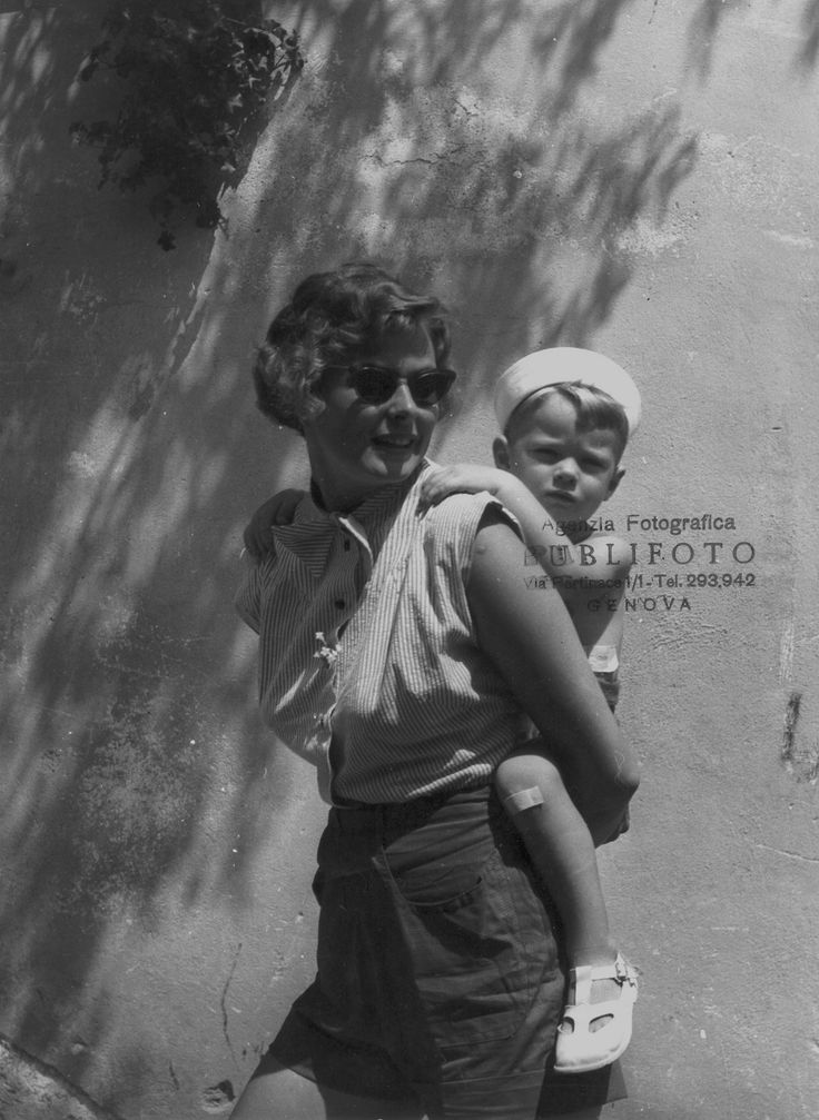 Ingrid Bergman con il figlio Robertino Rossellini a Portofino, 1952