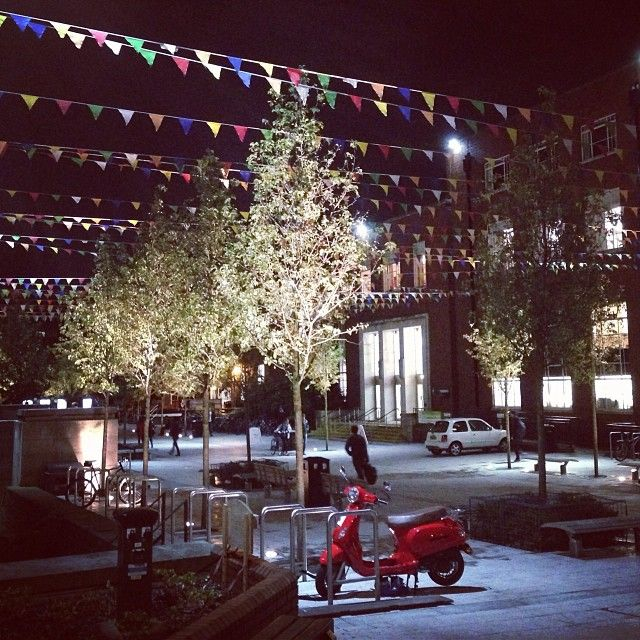 #campus #uni #leeds #students #union #bunting #universityofleeds #leedsuni #precinct #moped #trees #lights