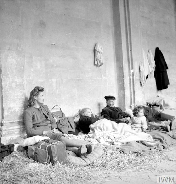 réfugiés-cathédrale de caen-1944