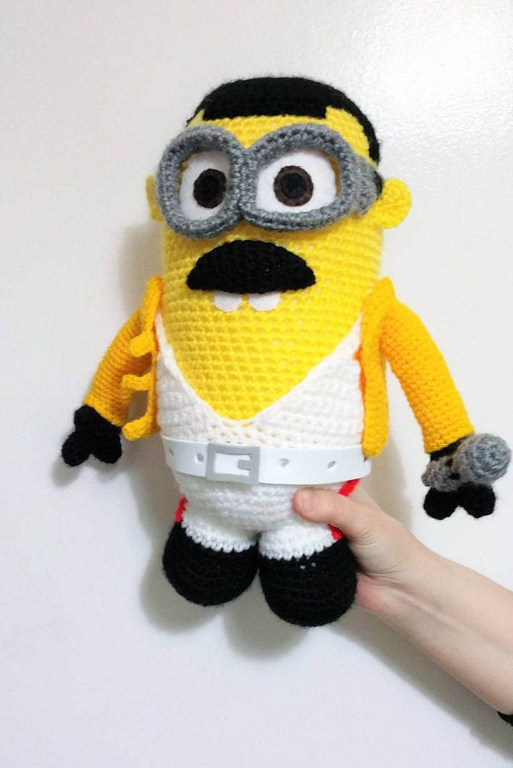 Minion Freddie Mercury / Inspired in Queen / Despicable me / Gru / Amazing Freddie doll / Freddy Mercury / Crochet mashup / cover rock  Here is a big minion inspired in Freddie Mercury! It is unique in the world! OH MAMA MIA, MAMA MIA! MINION  Height: 9,5 INCHES Width: 6,2 INCHES    See more minions from my store!  SPOCK MINION  https://www.etsy.com/es/listing/174833024/minion-amigurumi-spock-star-trek-muneco?  PICARD MINION  ht...