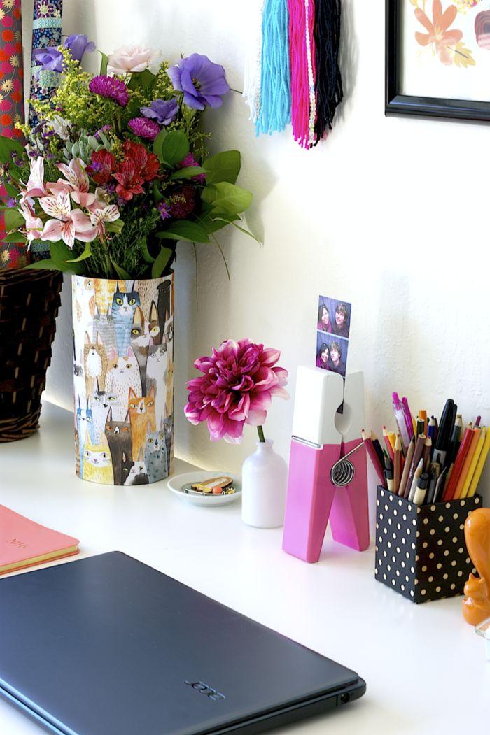 Spectacular wei er Schreibtisch Vase mit Katzen Stifthalter mit vielen Kugelschreibern und Bleistiften gro e Chrysantheme