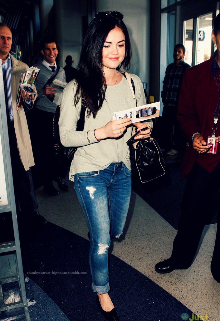 lucy hale >>> looks so causal & perfect.