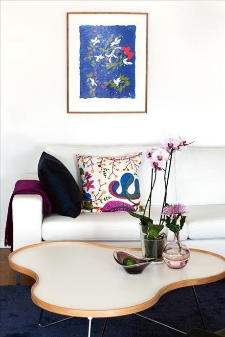 Soffbord Flower av Christine Schwarzer, soffa från Ire möbler. Flos. Handknuten matta samt kudde och...