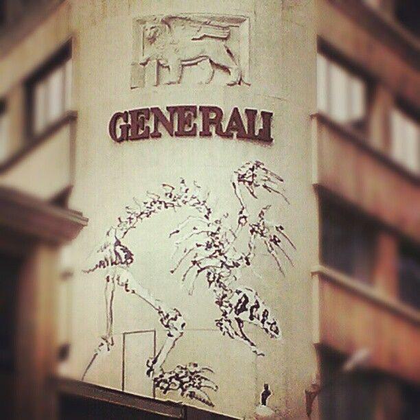 #Streetart in #Brussels : dinosaur & winged lion...