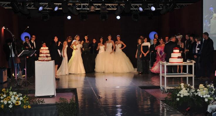 """Azienda SMMA allestita per """"Porte Aperte SMMA 2011"""" con palco allestito per rappresentazioni"""