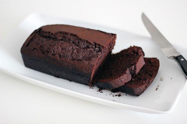 Uwielbiam zdrowe ciasta:) Oczywiście jadane z umiarem Lubicie ciasto murzynek? Wiem, że znajdzie się niejeden chętny. Oczywiście tradycyjny przepis przerobiłam na zdrowy – zgodny z moją filozofią ży