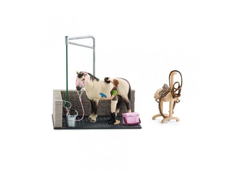 Box de lavage pour chevaux - Schleich  Après une sortie à cheval, il convient bien sûr de laver le cheval et de le soigner.
