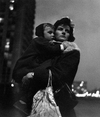 Crépuscule à Montreuil, Février 1963 |¤ Robert Doisneau |