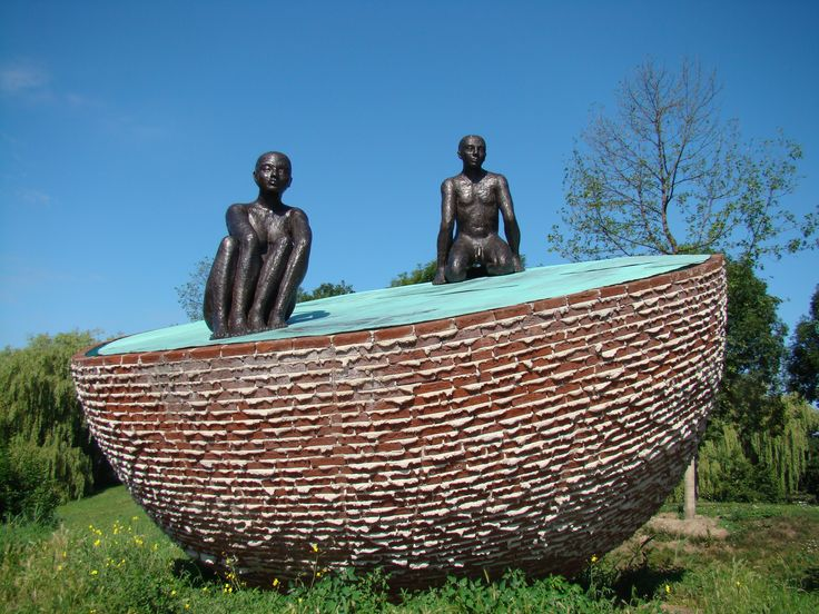 Westerpark, cultuurpark: sculpture Bolbewoners (2003) by Herman Makkink