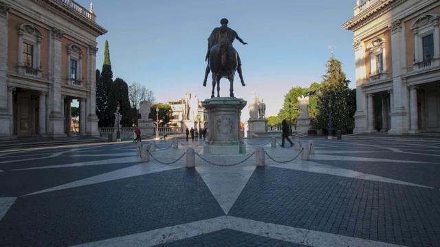 """Il mio primo video timelpase.     All'alba, al tramonto, di notte o durante il giorno, negli ultimi 4 mesi ho scattato oltre 25.000 foto """"in timelapse""""* per cercare di catturare e poi raccontare la vita che scorre nel tempo a Roma."""