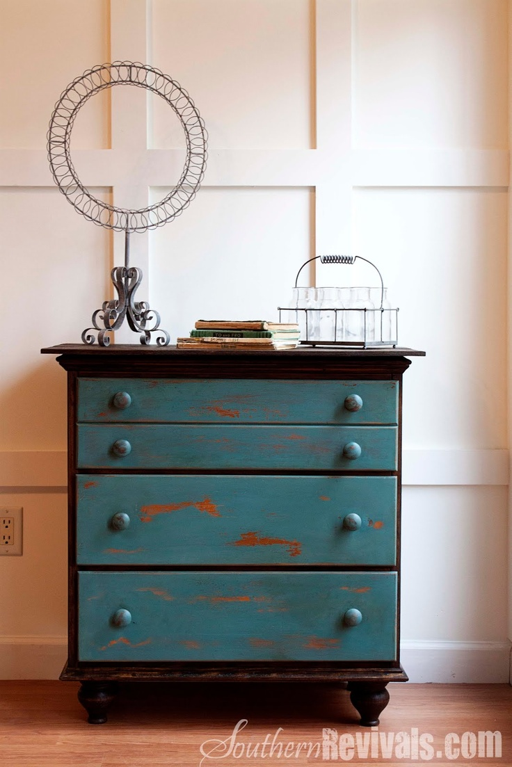 Southern Revivals: Vintage Chest of Drawers Revived with a Shipping #Pallet & #MissMustardSeed #MilkPaint