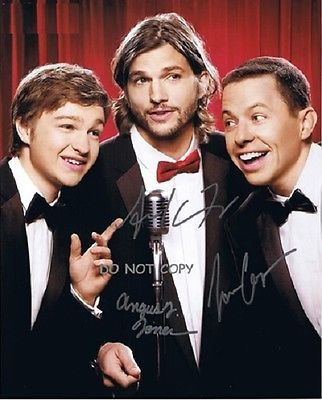 TWO AND A HALF MEN Convenient SIGNEDALL 3 WITH COA ORIGINAL AUTOGRAPH ASHTON KUTCHER!