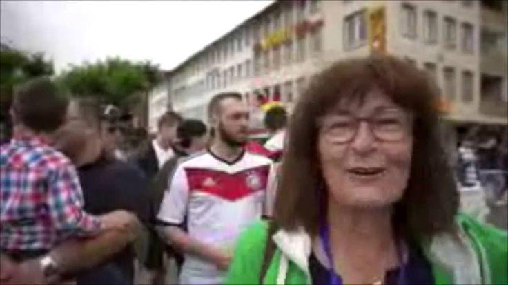 #Unterwegs #im #Fandorf #Saarlouis  #Saarland Fussball-Europameisterschaft #in #Saarlouis, #der heimlichen Hauptstadt #des #Saarlandes. #EM 2016, #natuerlich #wieder #mit #einem #der groessten #Public #Viewing #in #Deutschland. #Saarlouis, #Grosser #Markt, #Fandorf.  #Wir #waren #fuer #Euch #mit Buergermeisterin #Marion #Jost #unterwegs. #Saarlouis #Saarland http://saar.city/?p=36142