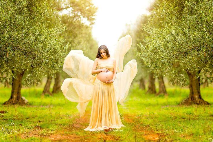 La fotografia di Gravidanza:  La maternità è uno dei periodi per una donna più belli da ricordare. Nella fotografia di gravidanza ci piace fotografare la serenità, la femminilità di una futura mamma che col suo bel pancione e la sua famiglia.  Mamme alla ricerca di fotografie ..    Fotografo Gravidanza Bari Fotografia Maternità