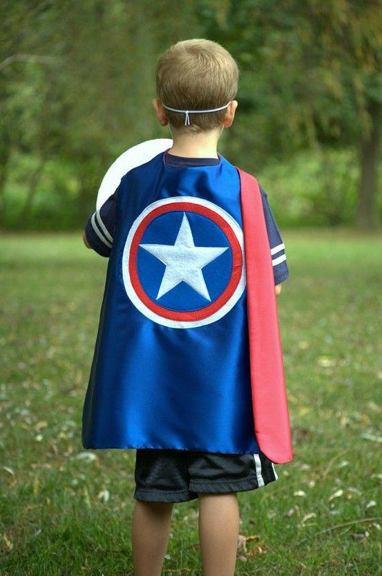 SUPER-HÉROS. Un déguisement Captain America pour ce petit héros.