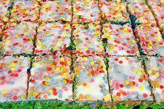 Papageienkuchen mit saurer Sahne