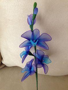 Tallo de flores orquídea púrpura y azul 2 por TheCallendersFlowers