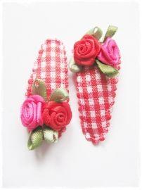 haarspeldjes rood geruit met roosjes