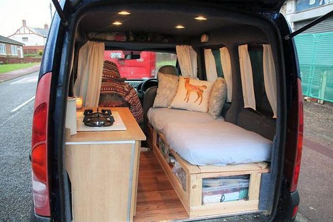 Woman Completes Old Van Restoration to Travel the World With Her Dog