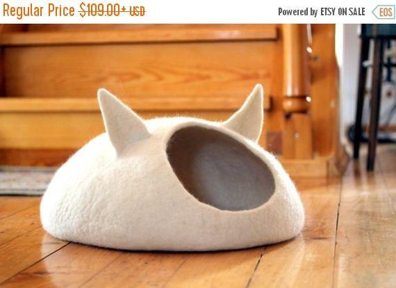 ❘❘❙❙❚❚ UITVERKOOP ❚❚❙❙❘❘ Huisdieren bed / Cat bed - grot van de kat - kat huis - eco-vriendelijke handgemaakte Gevilte wol kat bed - naturel Dit is de gezellige en comfortabele bed voor uw kat handgemaakt van natuurlijke wol. Maten: S Afmeting - breedte ongeveer 14,6 (37cm), diepte ongeveer 15.7(40cm), hoogte ongeveer 6,7 (17cm). M Afmeting - breedte ongeveer 15.4 (39cm), diepte ongeveer 17,7 (45cm), hoogte ongeveer 7,1 (18cm). L Afmeting - breedte ongeveer 16,9 (43cm), diepte onge...