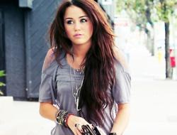 long long long long long hair!: Miley Cyrus, Hair Colors, Dark Hair, Red Hair, Hairs, Long Hair, Longhair, Hair Style, Mileycyrus