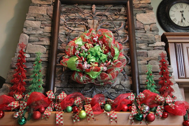 Savvy Seasons by Liz: Family Room - Deco Mesh Christmas Wreath And Mantle how to
