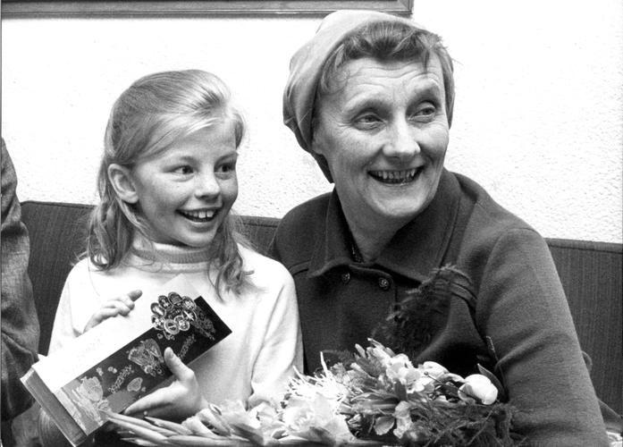 """<b>Warmherzig sein</b><br>  <br> Pippi hat ein großes Herz und setzt sich für Schwächere ein. Dabei hat sie keine Scheu, sich mit Autoritäten anzulegen. Sie ist eindeutig ein Vorbild in Sachen Zivilcourage und wenn es darum geht, Konflikte fair und gewaltfrei zu lösen. Für Astrid Lindgren war eine liebevoller Erziehungsstil schon vor 70 Jahren selbstverständlich: """"Ich glaube, dass Erziehung Liebe zum Ziel hat. Wenn Kinder ohne Liebe aufwachsen, darf man sich nicht wundern, wenn sie selber…"""