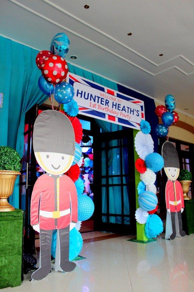 Hunter's British Royal Themed Party – Entrance