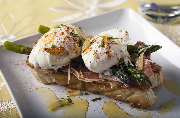 Eggland's Best Poached Eggs with Serrano Ham & Garlic Braised Asparagus #breakfast #ebeggs #recipe