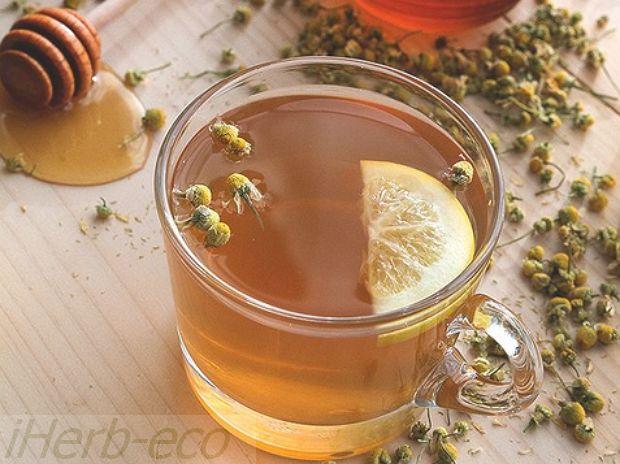 Травяные Чаи для здоровья Чай с ромашкой можно пить с юных лет. Он повышает иммунитет, снимает спазмы и вместе с тем устраняет боль, помогает при воспалении желудка и вообще нормализует пищеварительную систему, предотвращает образование камней в почках и в целом успокаивает.